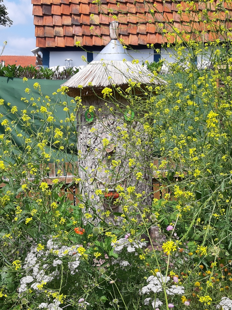 Bienenstock im Bibelgarten