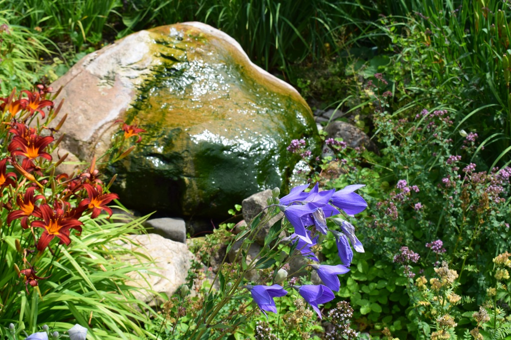 Brunnen im Bibelgarten